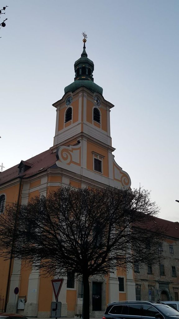 Moderny Samorin pre vsetkych rimsko-katolicky kostol Nanebovzatia Panny Marie