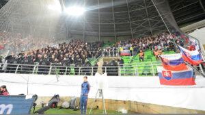 Moderny Samorin pre vsetkych futbal Slovensko Madarsko sektor hostia vypiskanie hymny