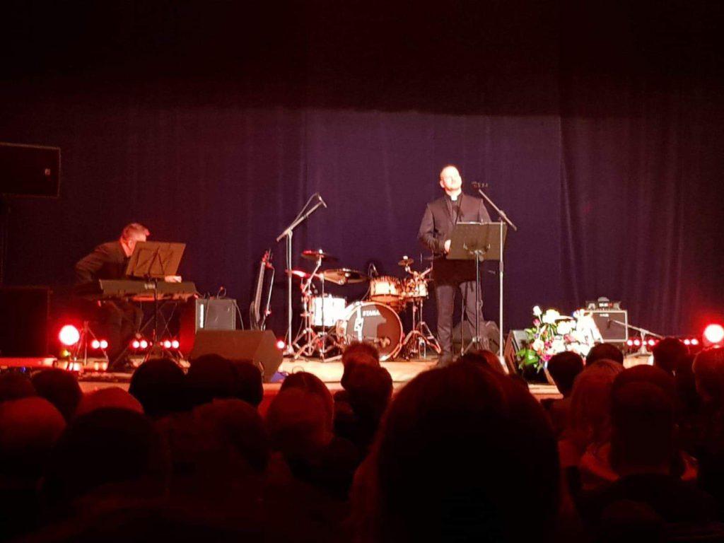 Moderny Samorin pre vsetkych charitativny koncert mestske kulturne stredisko Martin Safarik