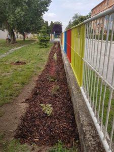 Moderny Samorin pre vsetkych Zakladna skola Mateja Bela skolsky dvor vymalovany plot