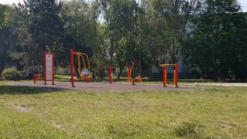 Moderny Samorin pre vsetkych sport fitpark fitness cvicenie cvicebne zariadenie ihrisko