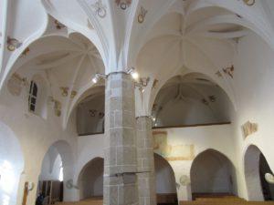 Moderny Samorin pre vsetkych povodny kostol stredoveký kostol kalvinsky kostol kalvini interier lod krizova klenba