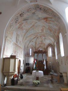 Moderny Samorin pre vsetkych povodny kostol stredoveký kostol kalvinsky kostol kalvini interier svatyna fresky