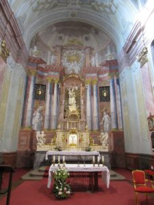 Moderny Samorin pre vsetkych rimsko-katolicky kostol Nanebovzatia Panny Marie hlavny oltar