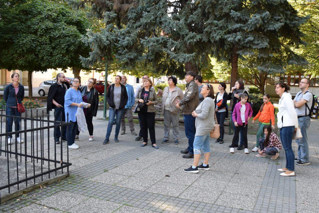 Moderny Samorin pre vsetkych O sochach a krizoch hlavne namestie trojicny stlp mariansky stlp Jozef Tihanyi