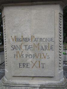 Moderny Samorin pre vsetkych O sochach a krizoch hlavne namestie trojicny stlp chronogram