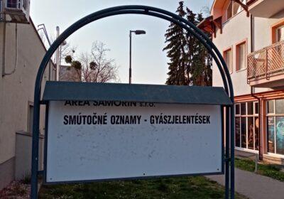 Moderny Samorin pre vsetkych umrtia na Covid-19 uradna tabula smutocne oznamy